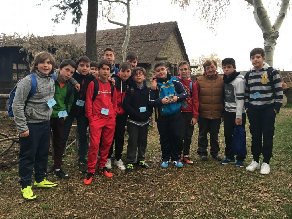 Los alumnos del IES La Ribera de Almonte vistan el Poblado Tartésico de Gibraleón