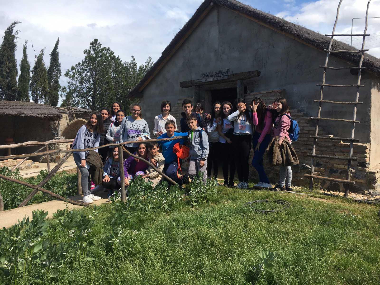 El IES Saltés de Punta Umbría vivió con entusiasmo la visita al Poblado Tartésico de Gibraleón